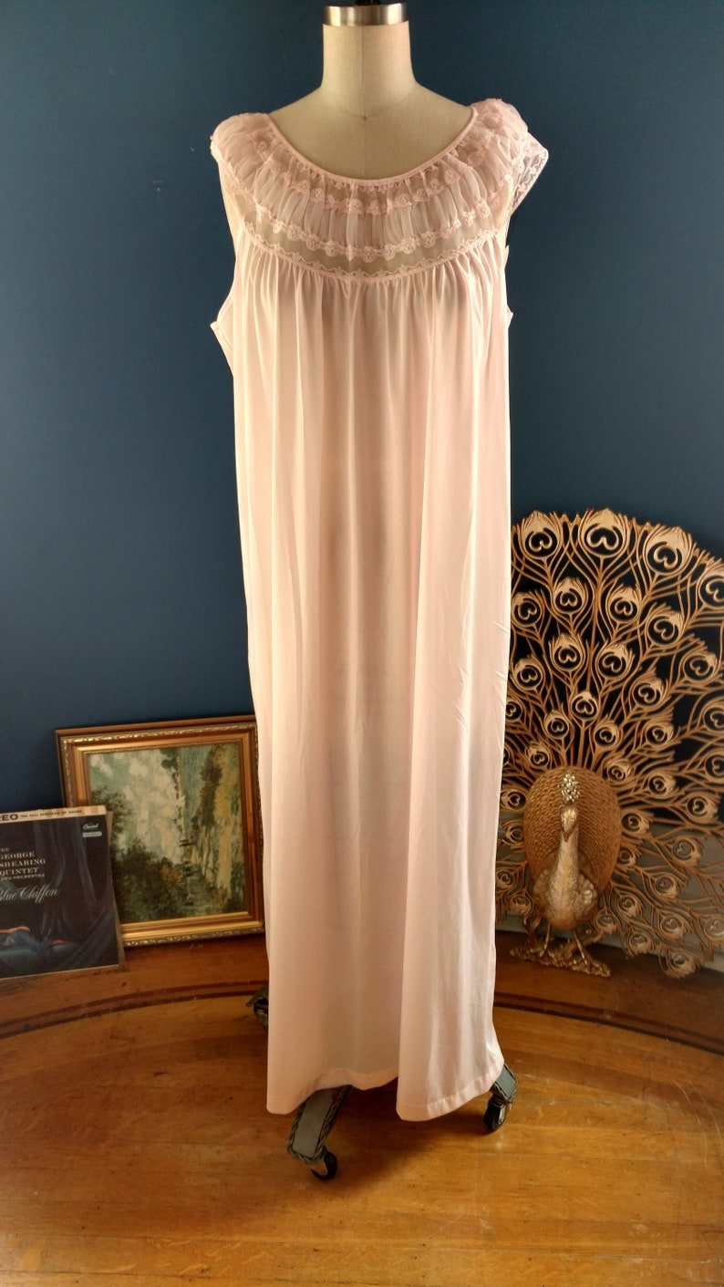 Deadstock 1950s Pink Peignoir Nightgown   50s Novelty Nylon    a2557f5bb