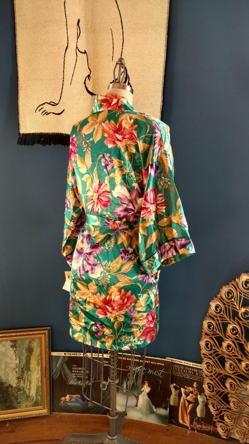 medium  large 1980s California Dynasty Short Robe