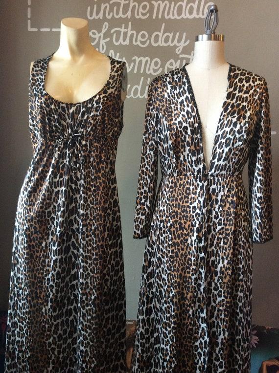 1960s Vanity Fair Peignoir Set   60s Leopard Print Sleepwear  2445654b6
