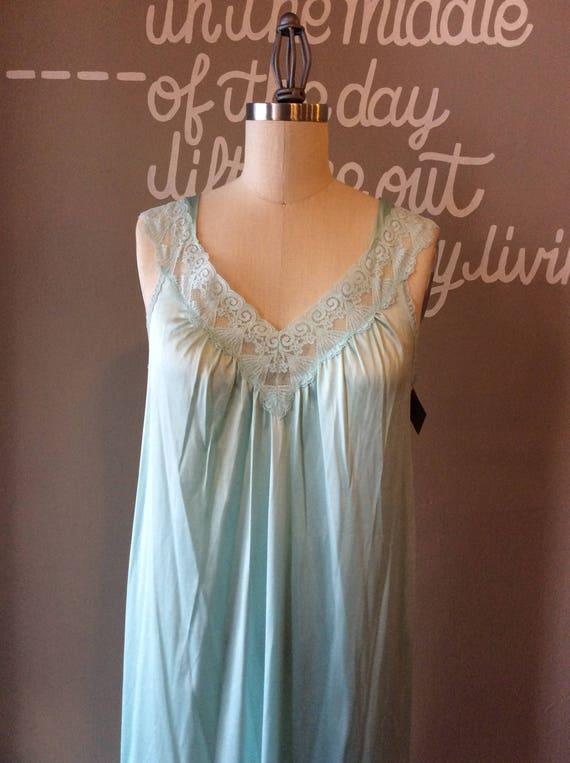 Vanity Fair True Vintage Lingerie   60s Seafoam Sweep Gown    d887f6a02