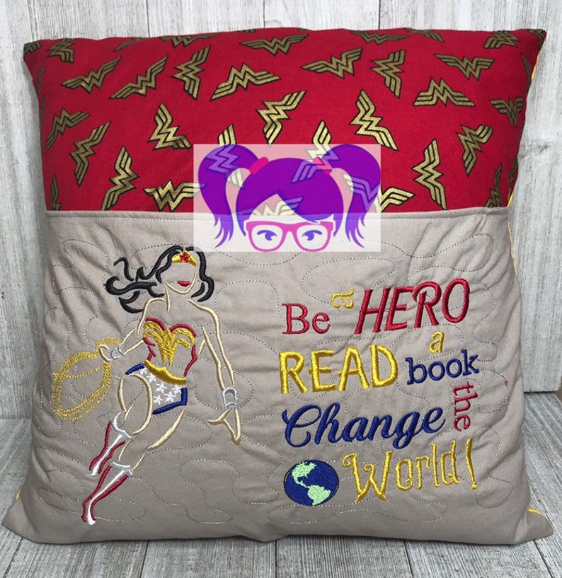 Reading Pillow Wonder Woman Reading Pillow Comic book image 0