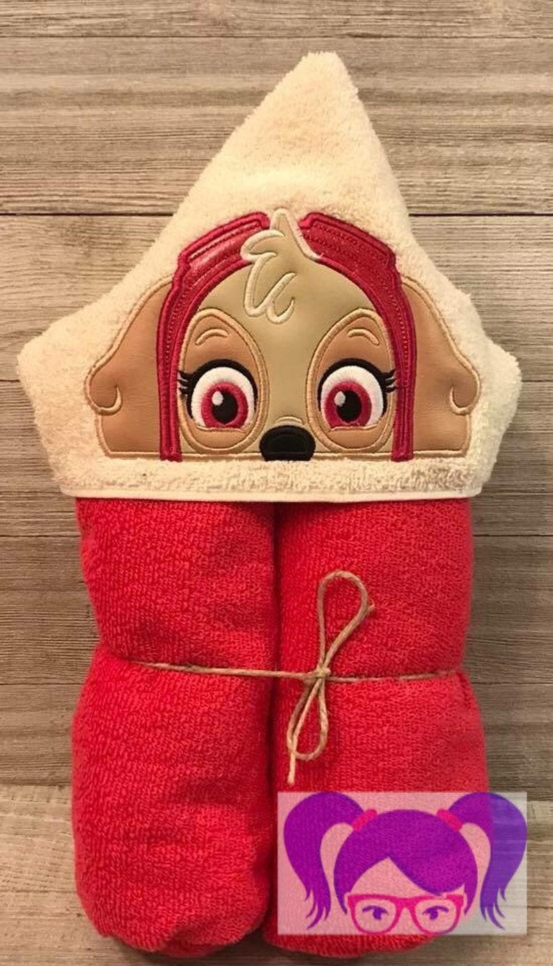 Skye Hooded Towel Paw Patrol Hooded Towel Everest Hooded image 0