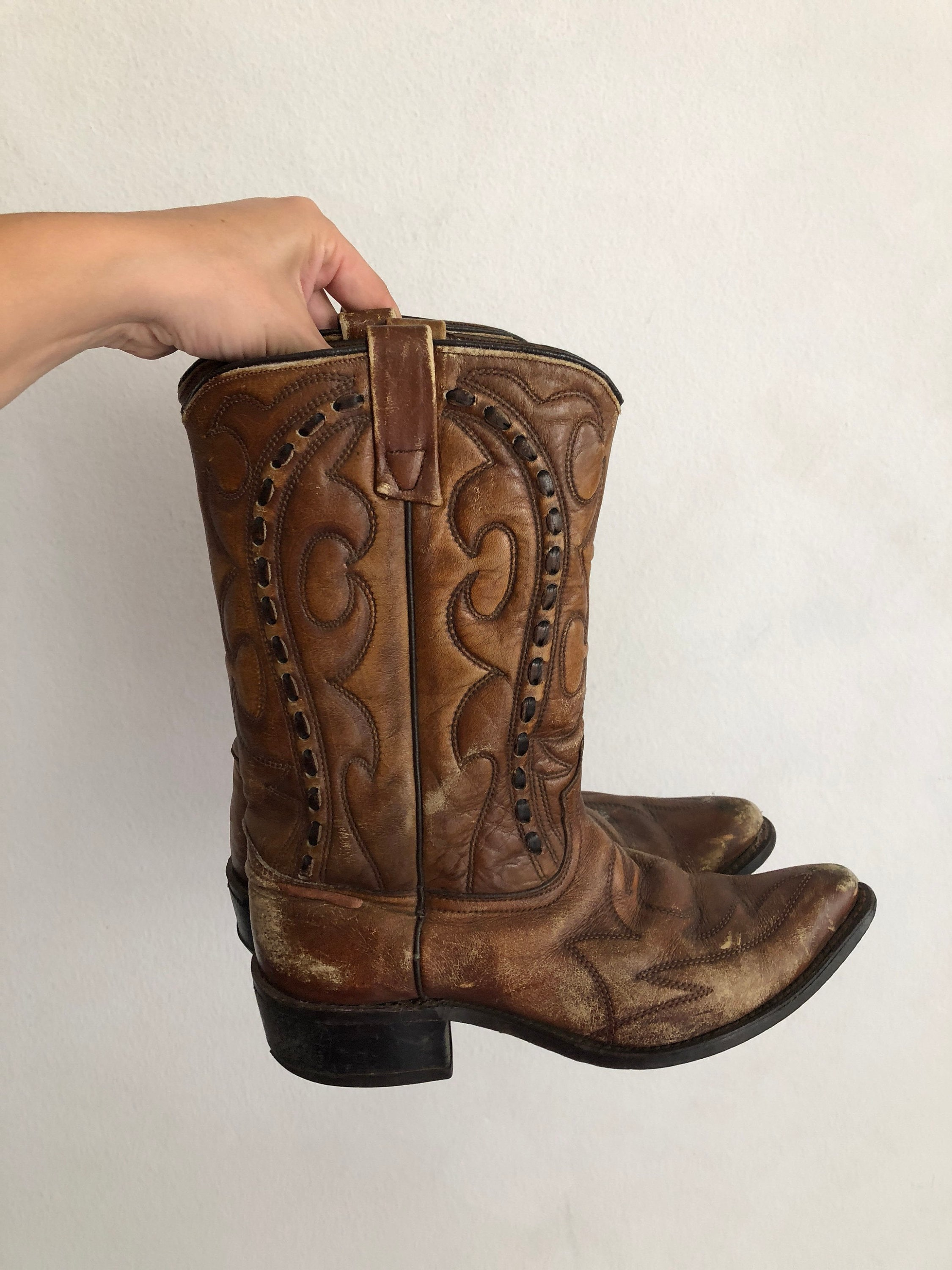 b8f4e3da735 Men's cowboy boots, brown boots made of genuine leather ;boots are  decorated with embroidery and contrasting leather; Western style, size 9.