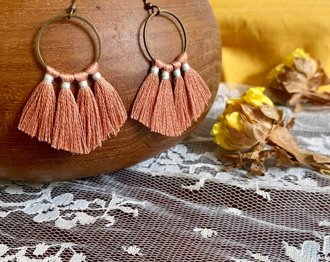 Handmade tassel earrings, mauve, round, bronze