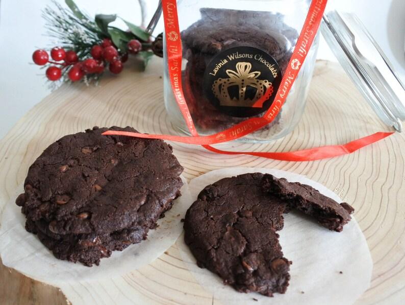 Weihnachtsgeschenke Vegan.Doppelte Schokolade Und Nuss Kekse Vegan Glutenfrei Und Soja Frei Geburtstag Weihnachtsgeschenke Vegan Personalisiert