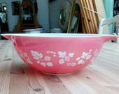Large Pink Pyrex 39 Gooseberry 39 mixing bowl 33cm c50 60 39 s Kichenalia