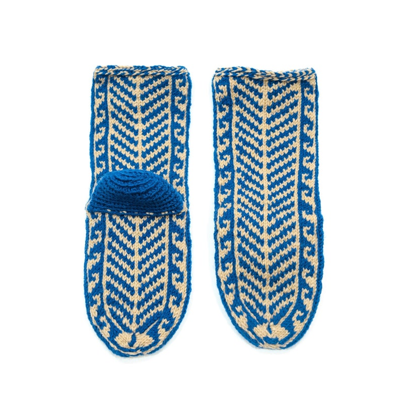 51aea7d7cfdf0 Men's US 10-12 Blue and Beige Mukluk Style Slippers Long House Shoes