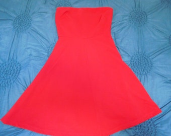 e2ddc01fd82 Vintage Solid Red Strapless Dress With Ribbed Design By The Limited Size S  In Very Good-Excellent Vintage Condition