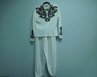Vintage 1990's Fredericks of Hollywood Two Piece White Lounge Wear Set with Black Design Size Large Used