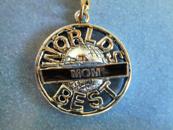 "Vintage ""World's Best Mom"" Keychain Like New In Go"