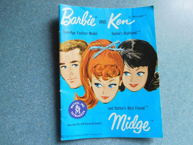 VINTAGE 1962 YELLOW BARBIE KEN FASHION BOOKLET BOOK MINI CLOTHES CATALOGUE