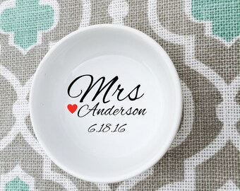 Wedding Ring Holder Ceramic Bowl // Bride Newlywed Anniversary Gift // Wedding Dish // Custom Jewelry Dish // Personalized Ring Dish