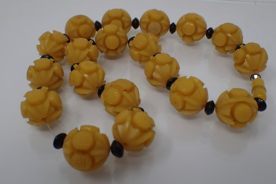 carved bakelite bead necklace