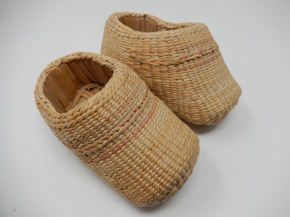 Rattan children's shoe from Indonesia