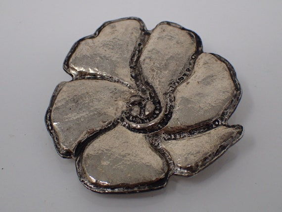Cacharel silver brooch