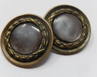 Pair of mother of pearl buttons and copper crown, 2.8 cm in diameter, free shipping