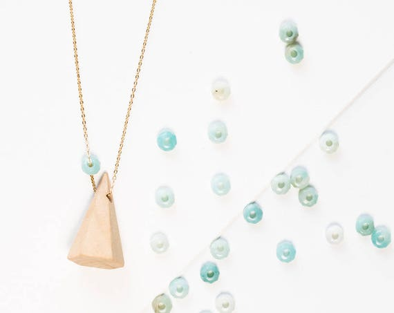 Mountain Gemstone Diffuser Necklace (Gold)