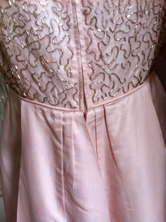 Lovely 50's or 60's pale pink beaded, vintage wed… - image 4