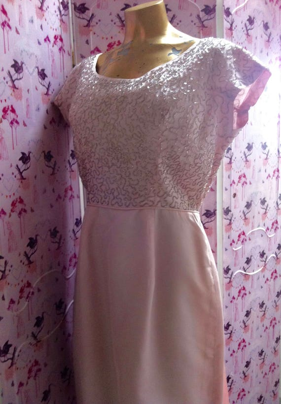 Lovely 50's or 60's pale pink beaded, vintage wed… - image 1