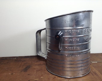 Vintage Metal Tin Bromwell's 5 Cups Measuring Sifter Crank Wood Handle Made in USA