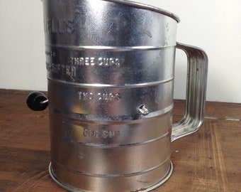 Vintage Metal Tin Bromwell's 3 Cups Measuring Sifter Crank Wood Handle Made in USA