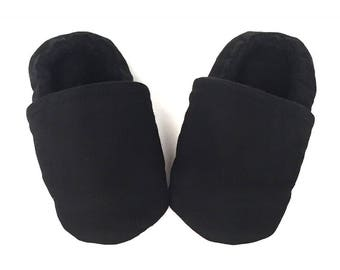 08525fc83e4 Black baby moccasins | Etsy
