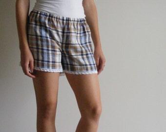 Womens Shorts Soft 100% Linen / white lace trimmed / Bridesmaid Shorts / Bridesmaid Gifts / Summer Sleep Shorts