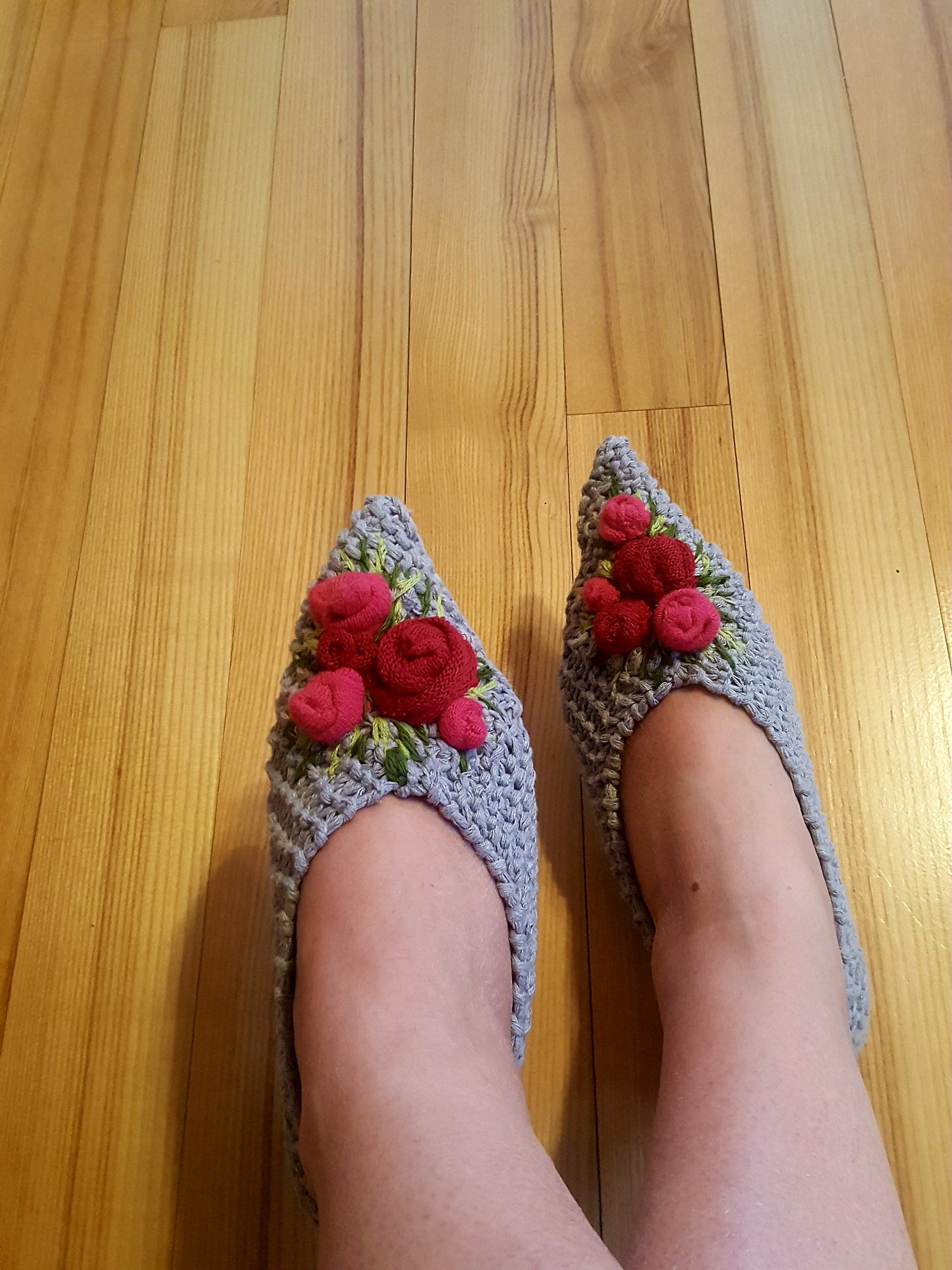 grey cotton womens slippers.hand knitted shoes.embroidered flowers.pink rose.ballet flats home shoes .boho floral inspiration.fr
