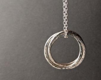 Interlinking Hoop Necklace