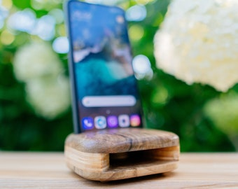 Wooden Phone Speaker Made from Walnut Wood Passive Amplifier iPhone Docking Station Christmas Gift