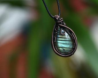 Labradorite Pendant // Wire Wrapped Pendant // Wire Wrap Necklace // Crystal Necklace // Labradorite Necklace