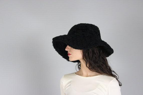 faux fur bucket hat | 90s