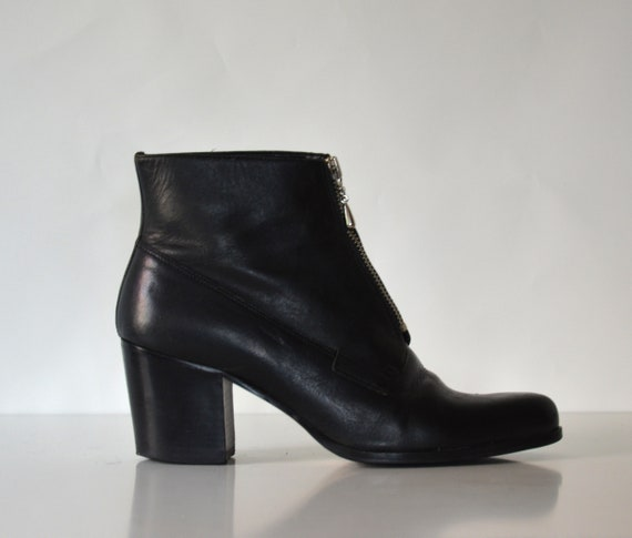 fd1796b25f675 vtg 90s black leather minimalist structural heel ankle boots US 8.5