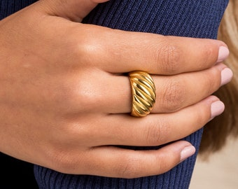 Croissant gold ring - sophisticated vintage ring steel plated - Minimalist classic ring - croissant fashion ring - Elegant fashion ring