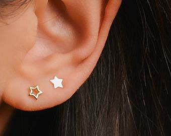Star studs - Outline star stud earrings - Tiny star earrings - Thin gold earrings - Simple stud earrings - Dainty stud earrings