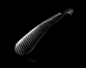 Shoehorn made of carbon