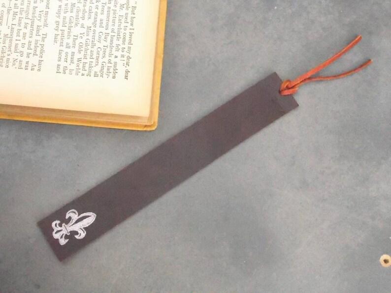 Cuir Marque Page Marque Page 3e Anniversaire Accessoires Livres Cadeau D Anniversaire Fleur De Lys Cadeau De Lecteur Faveur De Mariage