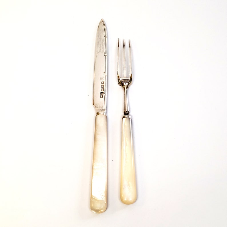 Service pour 12 Antique Sterling Silver Mother-of-Pearl Handle Fruit Fork and Knife Set par Crichton Bros. #5989