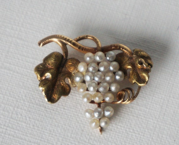 Gold seed pearl brooch vintage 14 kt