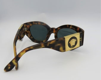 95afc8dd9d8c Gianni Versace 420/C Col 279 Vintage Medusa Tortoiseshell Sunglasses -  Original Case