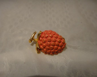 Vintage small fruit strawberry brooch