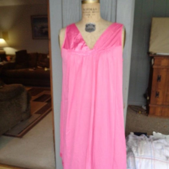 VINTAGE Vanity Fair nightgown. Vanity , Nylon Nigh