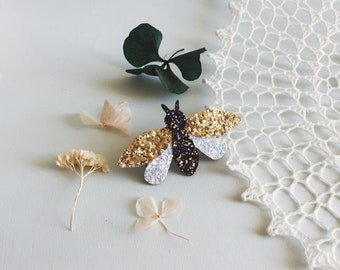 Carmelita the bee - handmade brooch