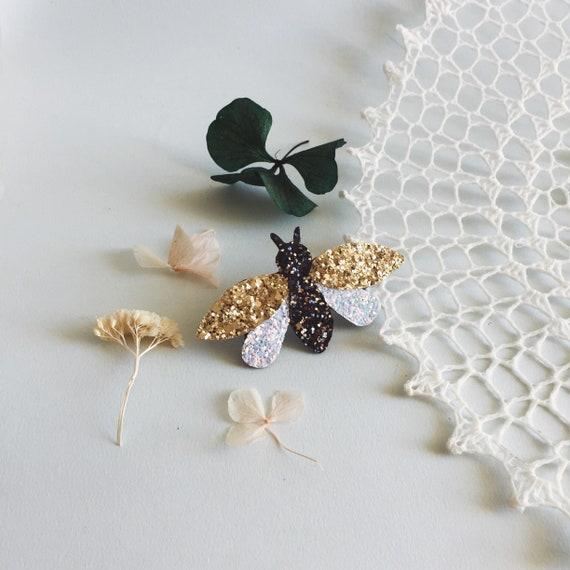 Bee - brooch - Brooch - Handmade - Sprkles Carmelita - soft Cactus - the Rochelle