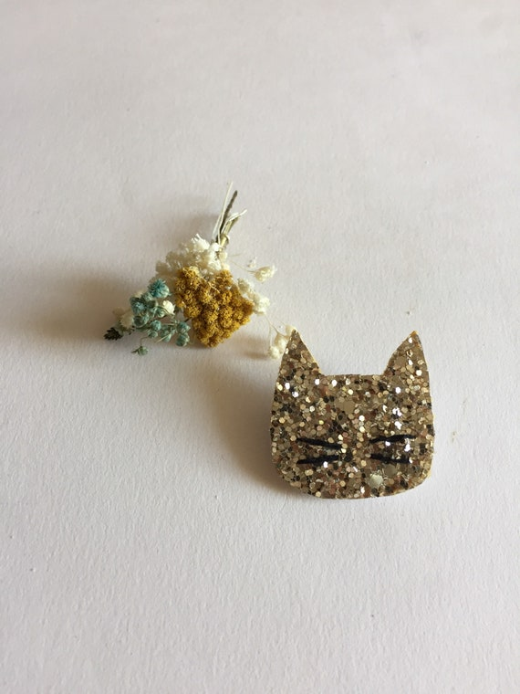 Cat brooch with glitter made with love in La Rochelle Romy