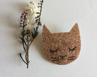 Brooch Cat Simone with adorable sequined accessories handmade with love in La Rochelle