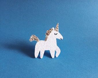 Lilou the unicorn - handmade brooch