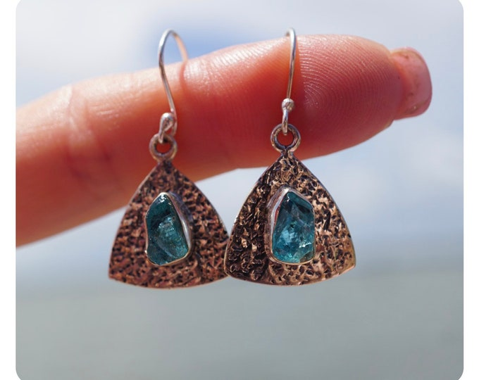 """Raw NEON APATITE Spiral Earrings set in Fine 925 Silver - This Blue Healing Crystal can uplift your mood & soothe headaches 1.6"""" 5g J47"""