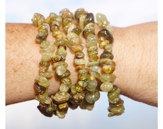 "Green Gosimer GARNET Bracelet - 7"" Beaded Stretch Bracelets - This Healing Crystal can can Enhance Creativity B88"