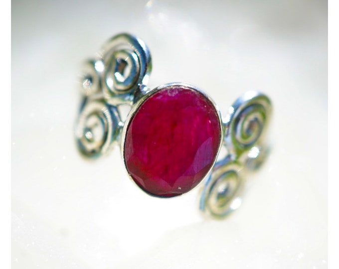 Red RUBY Ring 925 Sterling Silver Size 8 or 8.5 - Vintage Ruby Ring - This Healing Crystal can increase Passion RXRB